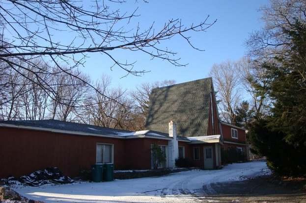 64 Highland Ave, Attleboro, MA 02703 - 5 beds/3 baths