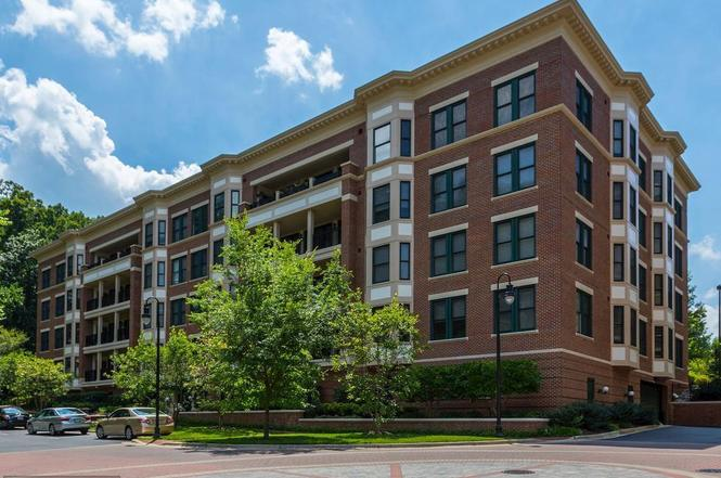 10400 Strathmore Park Ct Unit 1 202, North Bethesda, MD 20852