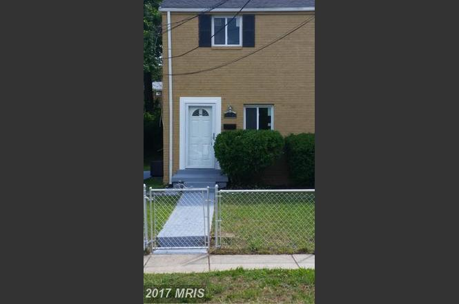 704 Cabin Branch Dr, Capitol Heights, MD 20743