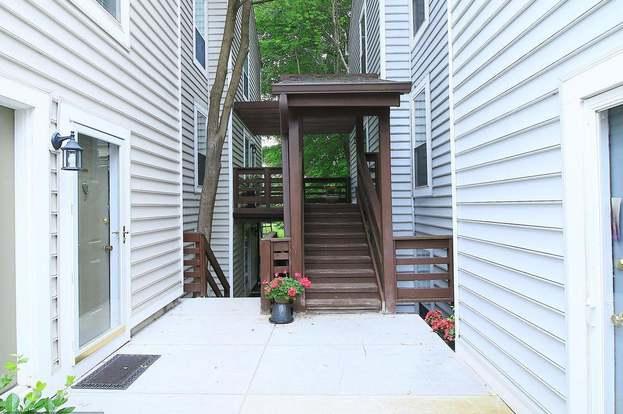 10087 Oakton Terrace Rd #10087, Oakton, VA 22124