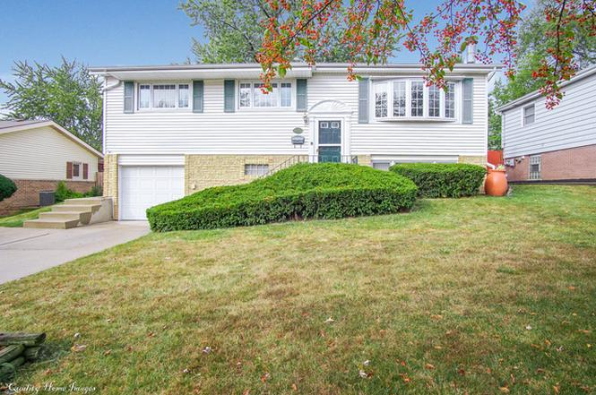 9040 Forest Ln, HICKORY HILLS, IL 60457 | MLS# 09769559 | Redfin