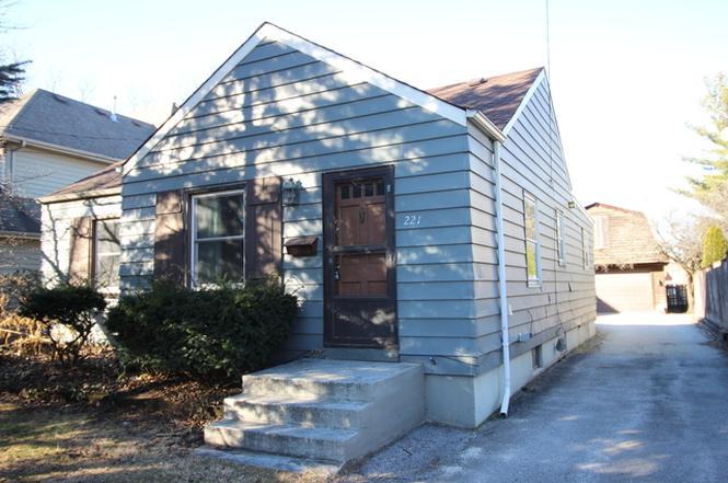 221 Fuller Rd, HINSDALE, IL 60521 | MLS# 09496630