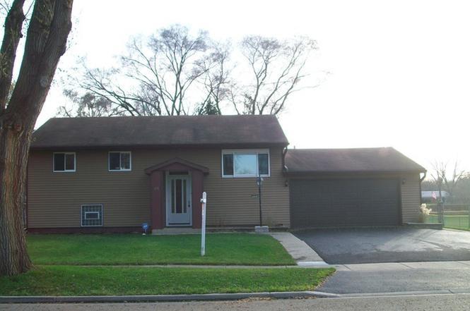 698 Briar Rd, WAUCONDA, IL 60084