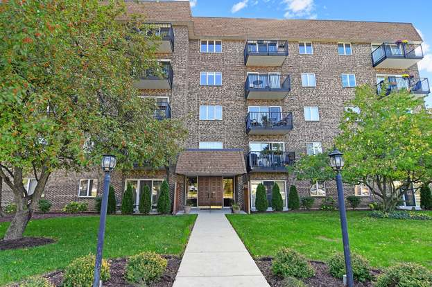 907 Curtiss St #206. DOWNERS GROVE, IL 60515