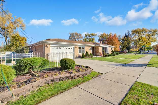 7601 Kenton Ave, Skokie, IL 60076 - 3 beds/2 5 baths