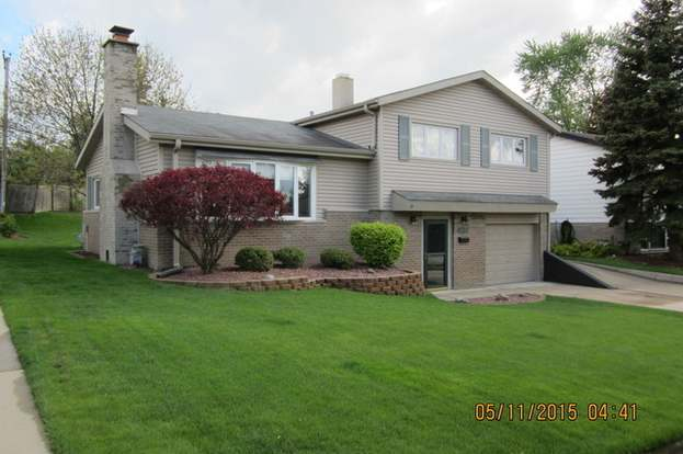 8845 W 92nd St, HICKORY HILLS, IL 60457 - 3 beds/1 5 baths