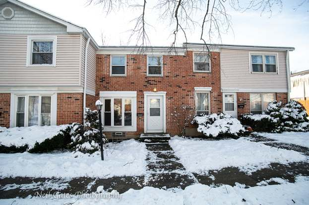 2092 FALMOUTH Ct, STREAMWOOD, IL 60107 - 2 beds/1 5 baths