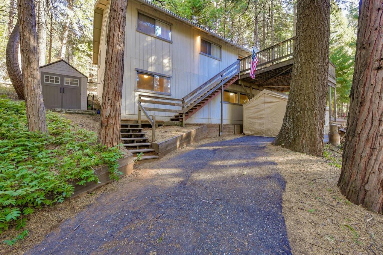 7100 Lakewood Dr, Pollock Pines, CA 95726   MLS# 20070851 ...