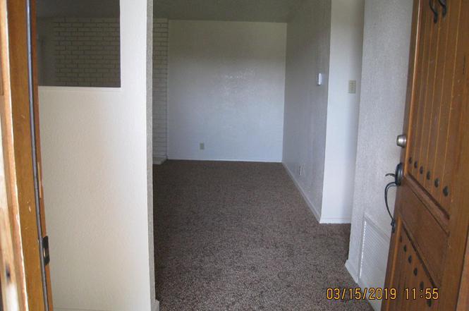 431 N Santa Ana, Los Banos, CA 93635 - 3 beds/2 baths