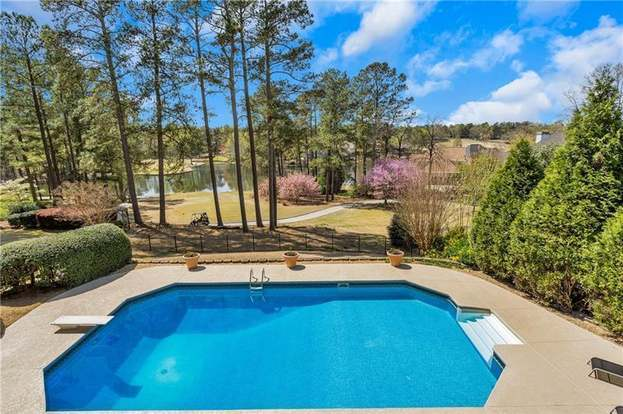 125 Willow Way, Roswell, GA 30076 - 4 beds/4 baths