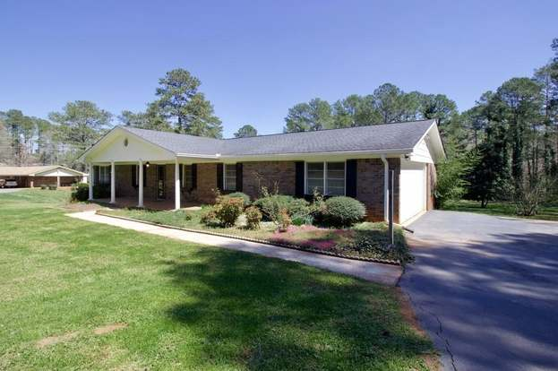 920 Swan Lake Rd, Stockbridge, GA 30281 - 3 beds/2 baths