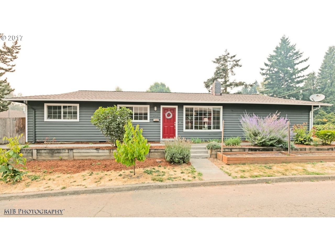 Garage Door beez garage door services pictures : 4711 SE 30th Ave, Portland, OR 97202   MLS# 17194022   Redfin