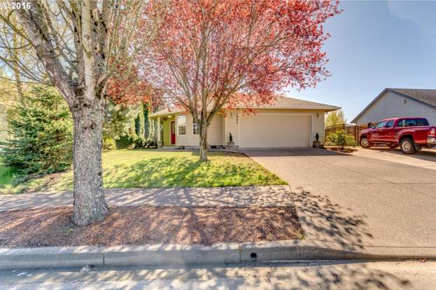 1966 SW Fellows St, McMinnville, OR 97128 - 3 beds/2 baths