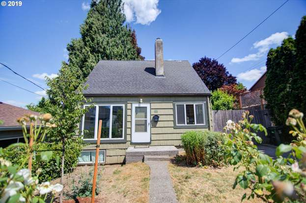 4107 SE Mall St, Portland, OR 97202 - 3 beds/2 baths