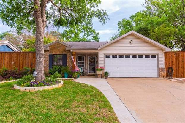 515 Westover Dr, Euless, TX 76039 - 2 beds/2 baths