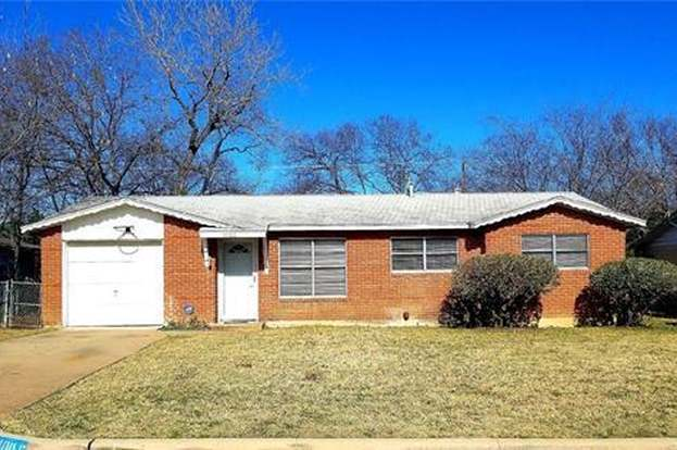 1005 altamont dr fort worth tx 76106 mls 14002159 redfin rh redfin com