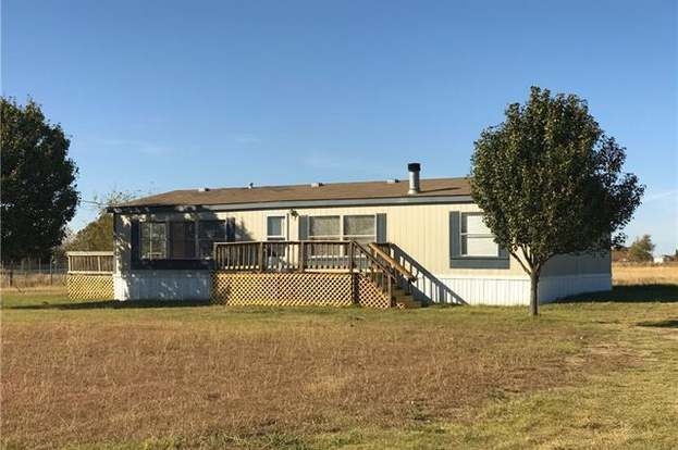 8732 Private Road 3842, Quinlan, TX 75474 - 3 beds/2 baths