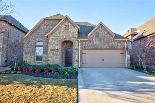 405 Chestnut Ln, Roanoke, TX 76262 - 3 beds/2 baths