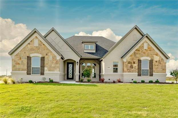 2205 Vanderbilt Dr, Weatherford, TX 76088 - 3 beds/3 baths