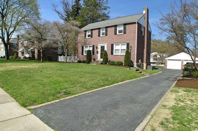 421 COLONIAL PARK Dr, SPRINGFIELD, PA 19064