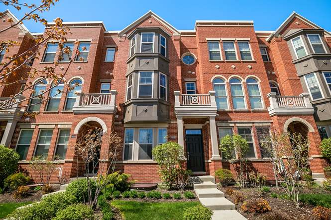 8640 Narragansett Ave, MORTON GROVE, IL 60053 - 2 beds/2 5 baths